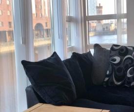 Albert Dock River View Apartment